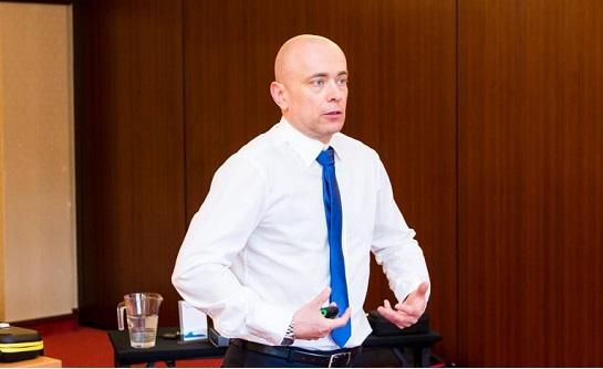 Szkolenie Trudne decyzje menedżerskie w obliczu zmian – trening z Tomaszem Sidewiczem